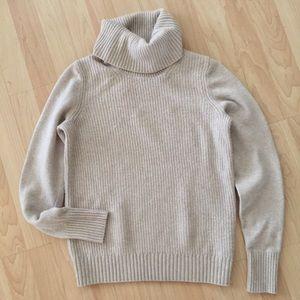 Banana Republic Oatmeal wool turtleneck sweater S